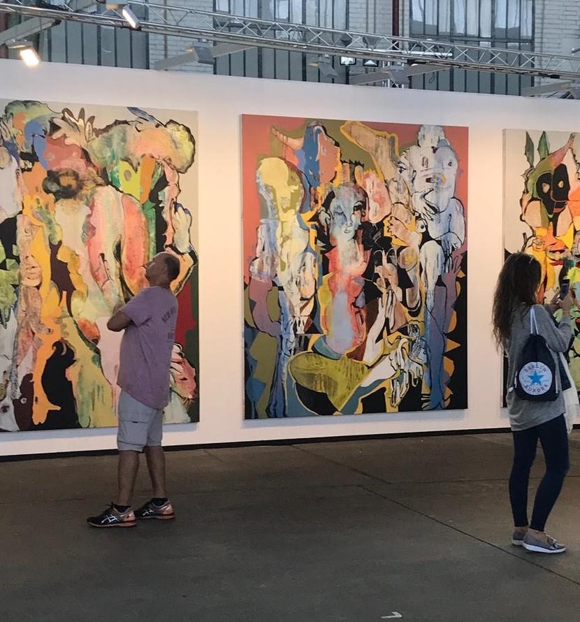 Standansicht Galerie Philipp Haverkampf (Berlin). Grossformale von Stefan Hirsig. Foto: Gerhard Charles Rump.