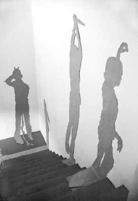 Martina Lückener  Schattenrisse Installation 1999 Papierrisse
