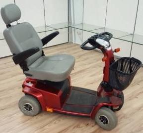 Deltagriff des Elektromobils Mobilis M65 für Senioren und Behinderte