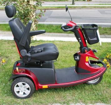 verstellbare Armlehne des Mobilis Elektromobils M83