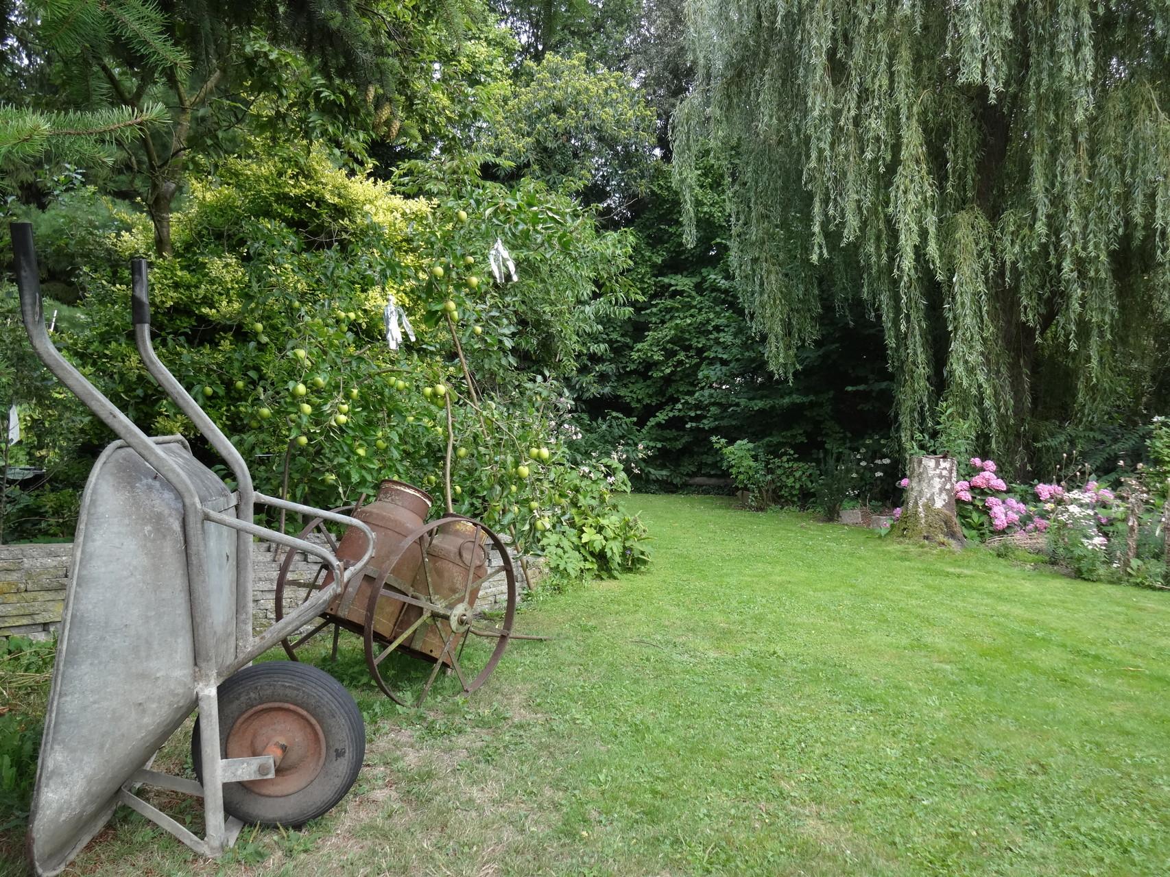 Een klein ommetje maken, door de prachtige tuin