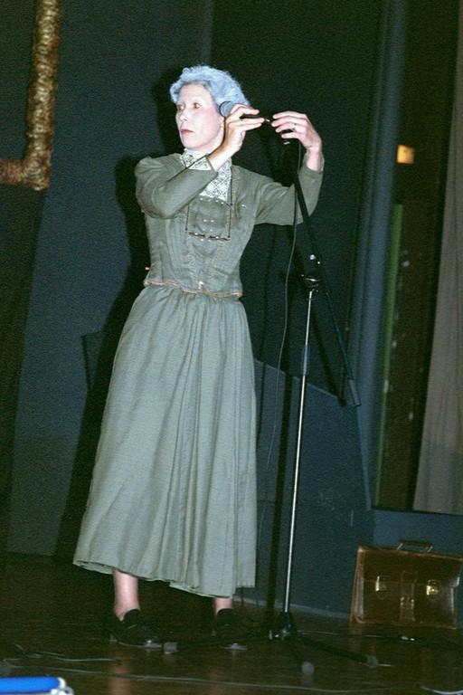 Susanne als Professorin Abronsia