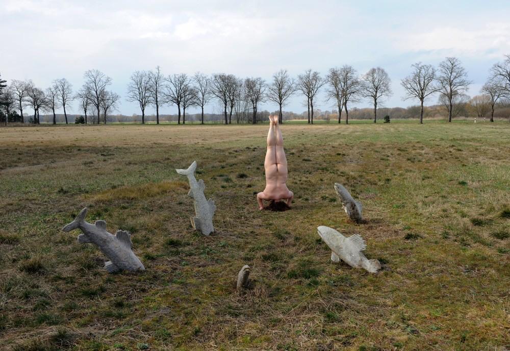 sich erden, Performance auf dem Feld, 2015, Fotograf Holger Jarosch