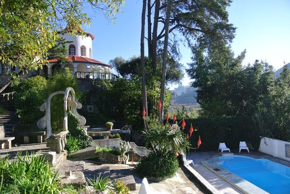 Buddha Retreats Portugal, Haupthaus und Pool