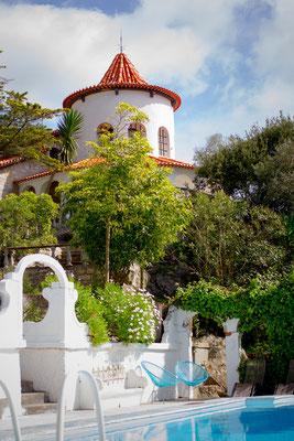 Buddha Retreats Portugal, Haupthaus vom Pool aus