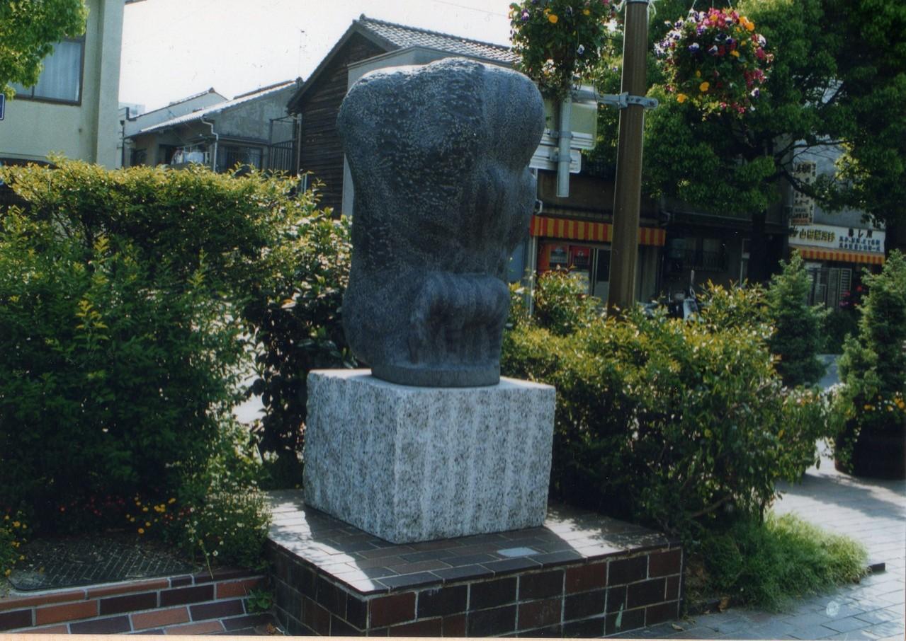 兵庫県神戸市 湊川神社西側歩道 -森のシマウマ-