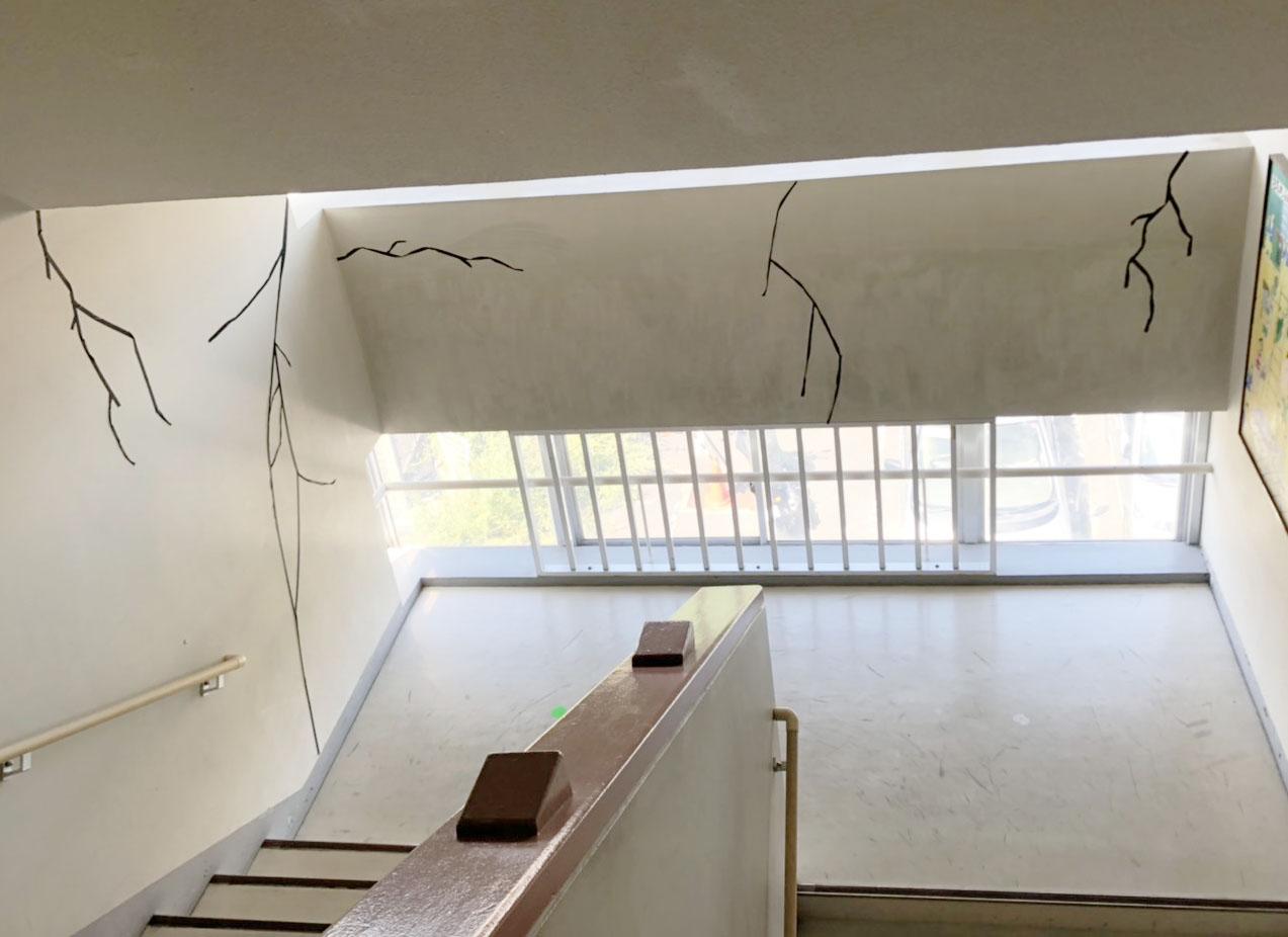 壁の亀裂!とてもリアル!!