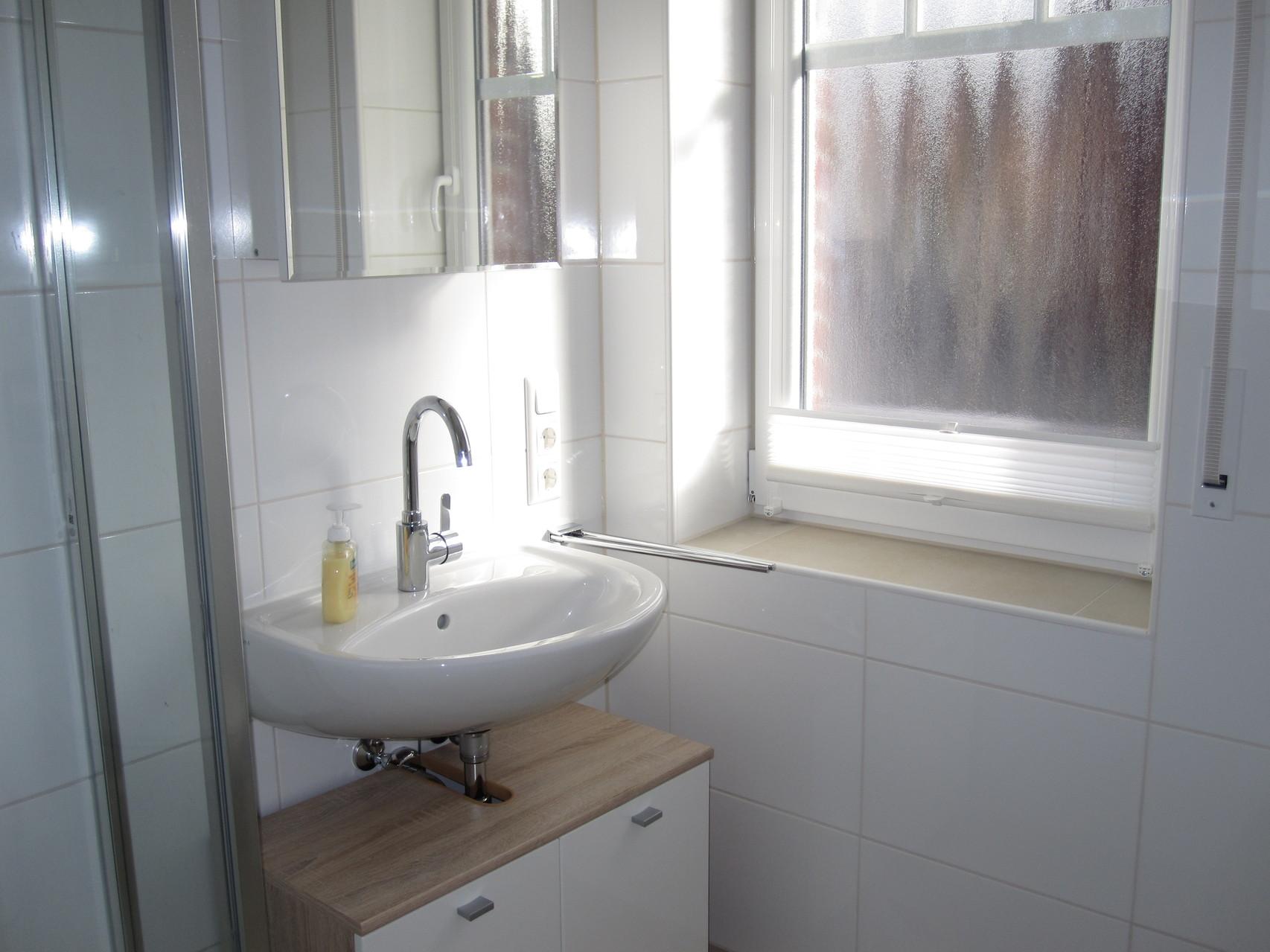 Bad mit Fenster und Tageslicht