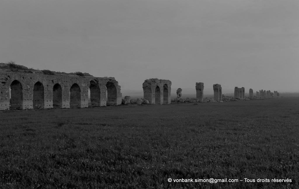 [NB016-1981-18] Carthage (Carthago) : Tronçons de l'aqueduc Zaghouan - Carthage