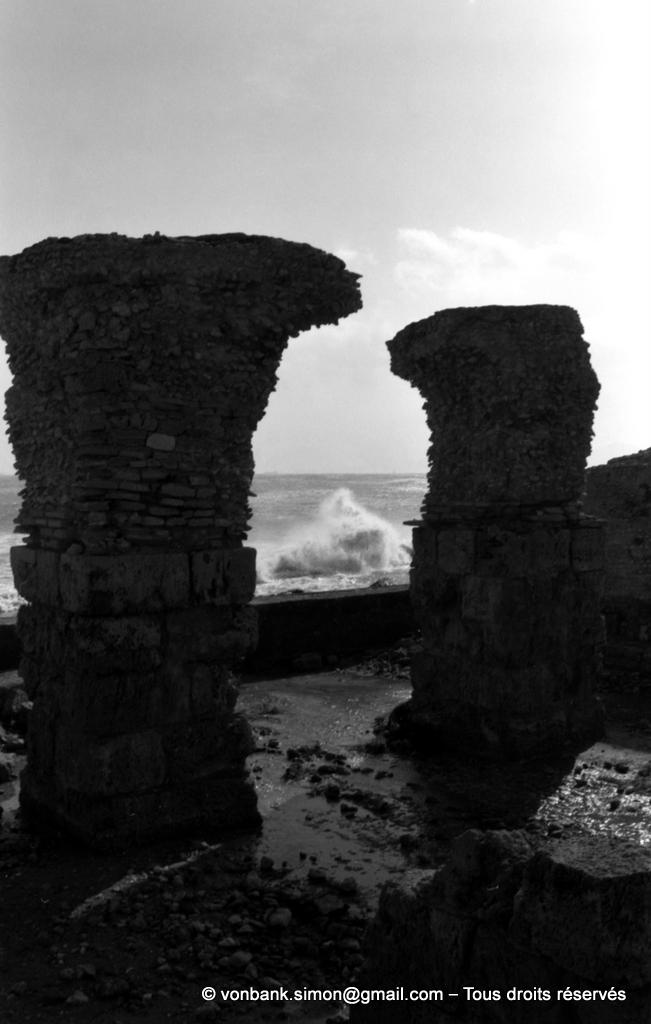 [NB016-1981-06] Carthage (Carthago) : Thermes d'Antonin - Vue partielle des sous-sols en bordure de la mer