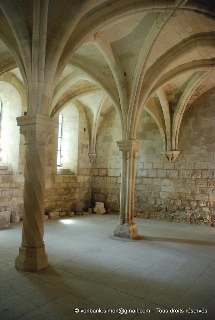 [NU003-2017-095] 13 - La Roque d'Anthéron - Abbaye de Silvacane : Salle capitulaire (vue partielle)
