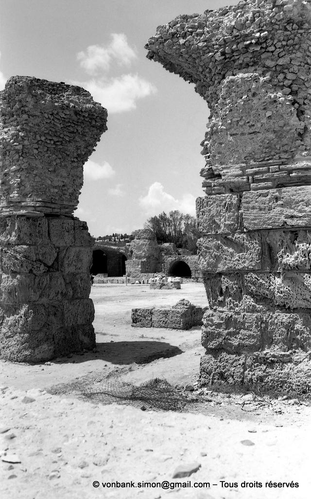 [NB011-1981-16] Carthage (Carthago) : Thermes d'Antonin - Vue partielle des sous-sols