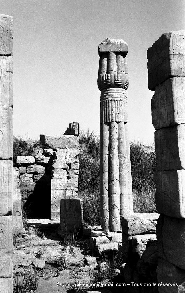 [NB075-1973-40] Karnak - Sanctuaires osiriens : Chapelle d'Osiris Ounnefer Neb-djefaou