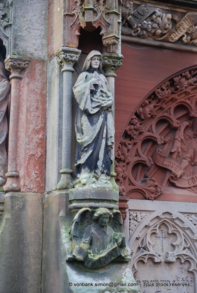 [NU900y-2014-0445] Ecosse - Chapelle Rosslyn : Mémorial de Francis Robert St Clair Erskine (1833-1890) (détail)