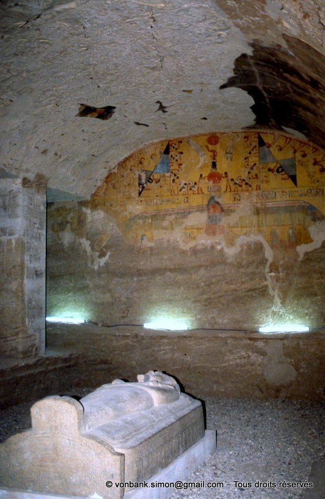 [066-1981-25] KV 8 Mérenptah : Sarcophage de Mérenptah dans la chambre funéraire