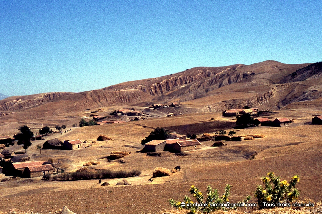 [071-1978-38] Djemila : Les environs