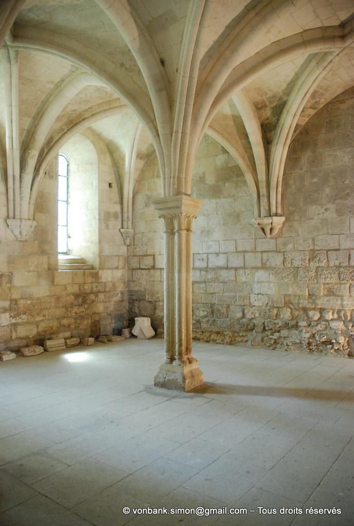 [NU003-2017-096] 13 - La Roque d'Anthéron - Abbaye de Silvacane : Salle capitulaire (vue partielle)