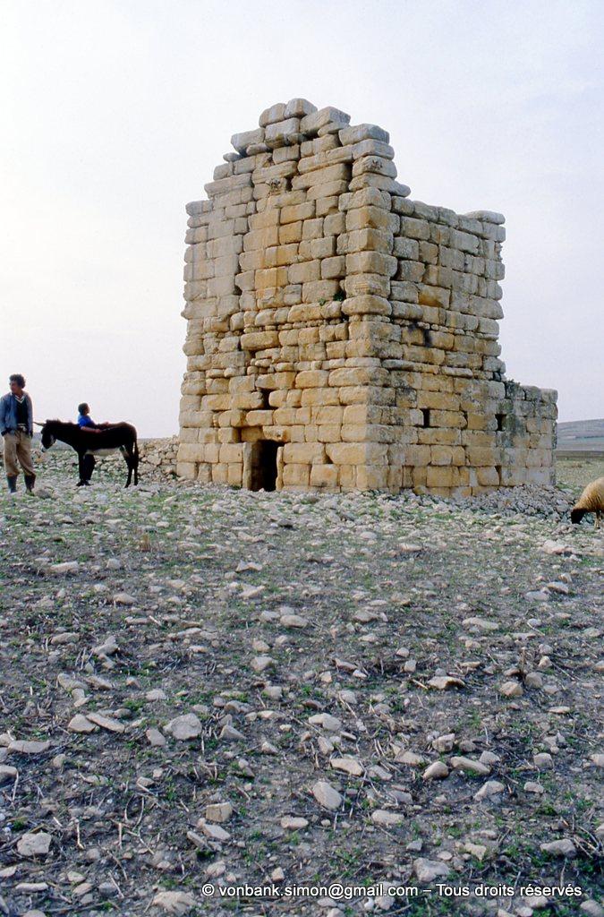 [003-1983-36] Ksar Mdoudja (Civitas A ........) : Mausolée romain