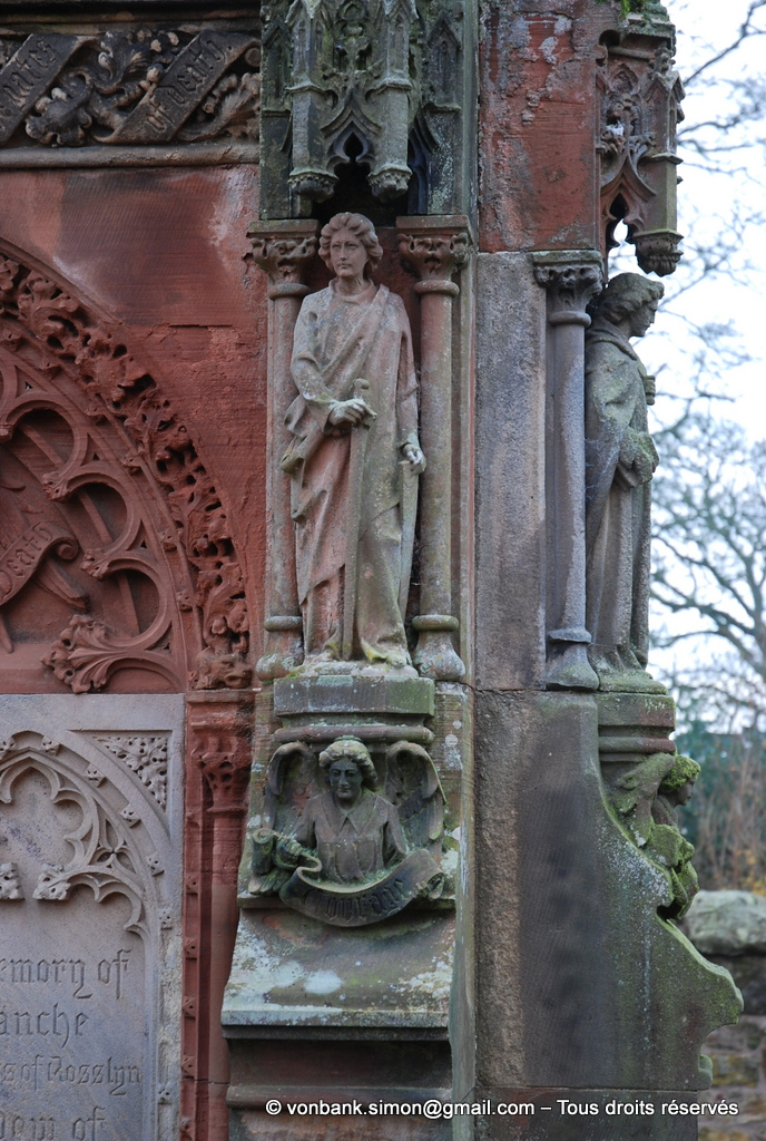 [NU900y-2014-0446] Ecosse - Chapelle Rosslyn : Mémorial de Francis Robert St Clair Erskine (1833-1890) (détail)