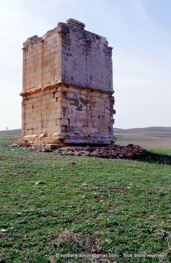 [003-1983-23] Ksar Toual (Vicus Maracitanus) : Arrière du mausolée