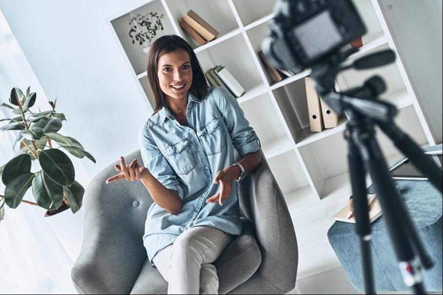 Blogger, Influencer & Co.: Diese Versicherungen brauchen Social Media-Profis