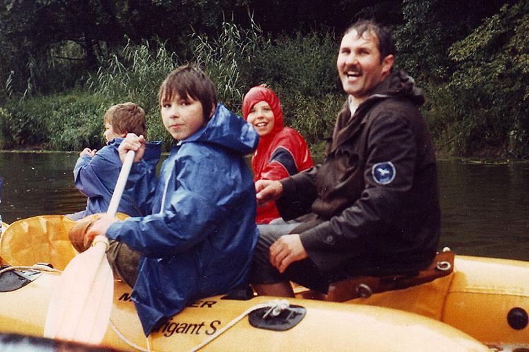 Die erste von vielen noch folgenden Lahntouren machte 1988 auch bei starkem Regen viel Spaß. Gefahren wurde von Weilburg über Runkel bis nach Limburg.