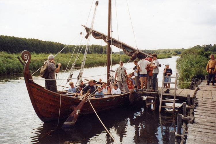Sommerfreizeit 2003. Mit mit dem alten Slavenboot Svarog befuhren wir die Ostsee.