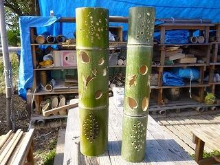 吉田さんご夫妻が彫った竹灯篭 何の彫物か?当ててね!