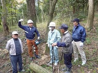 正しい木の伐採方法について指導を受けました