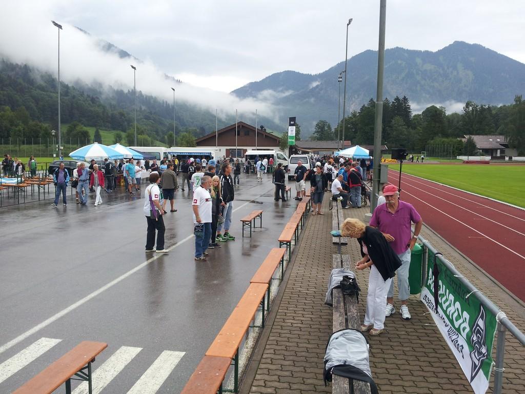 Ankunft im Birkenmoosstadion des FC Rottach-Egern