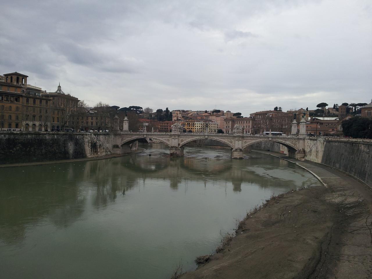 Blick von der Ponte Sant´Angelo auf den Tiber