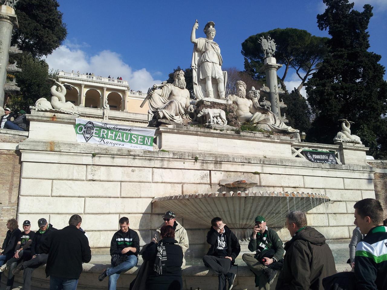 Piazza del Popolo:  0,66l Heineken (Flasche) = ? €...
