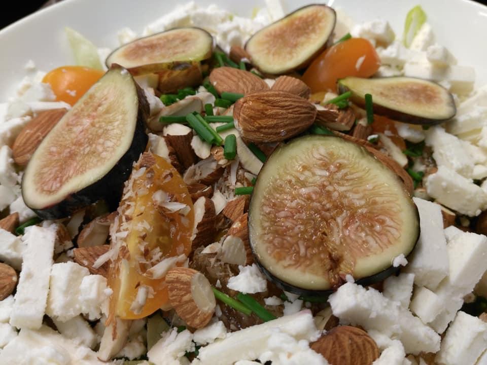 Salade de jambon cru, roquette, figue & feta