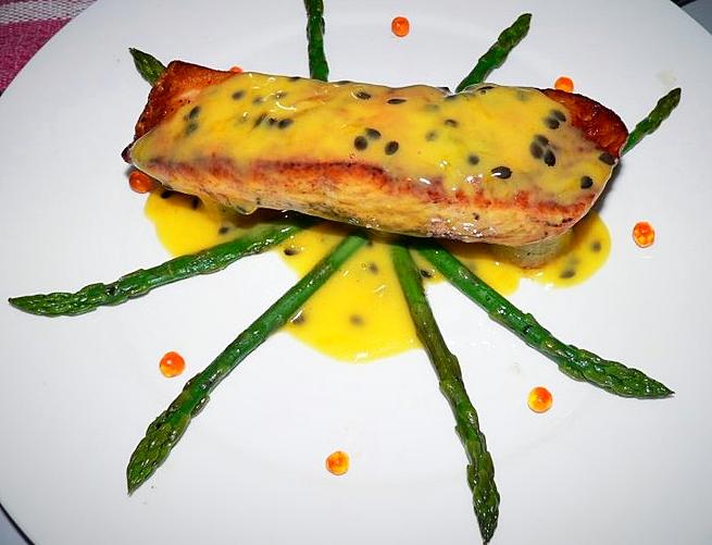 Filet de saumon au beurre de fruit de la passion