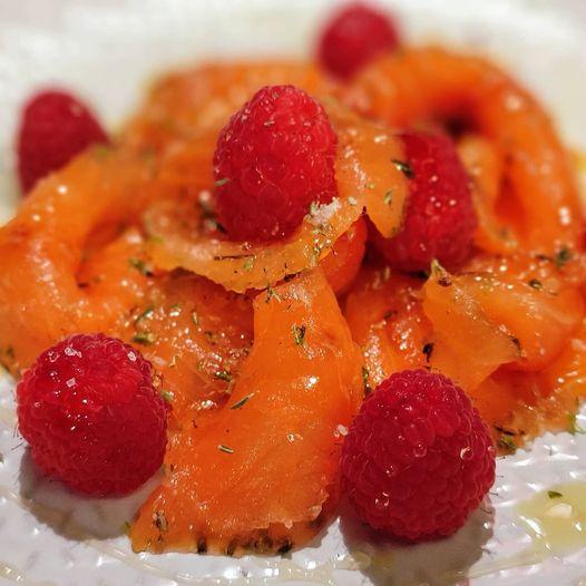 Saumon gravelax au thym & citron vert, Chef à domicile, chef à la maison, chef à domicile Grasse, Cours de cuisine à domicile, cours de cuisine Grasse, Chef Tristan Pontoizeau