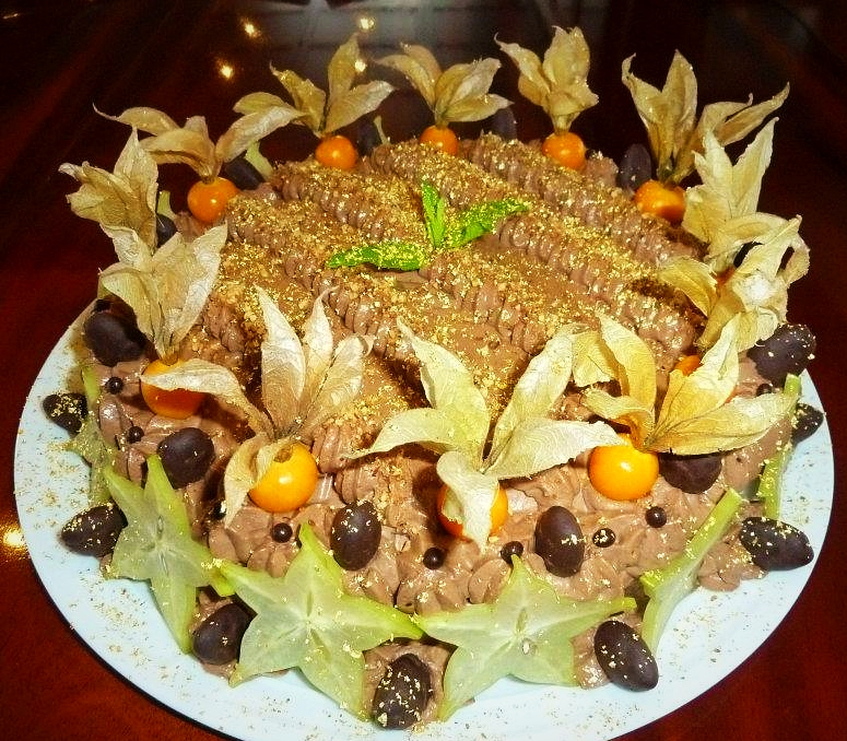 Gâteau d'anniversaire: génoise imbibée au rhum, mousse chocolat