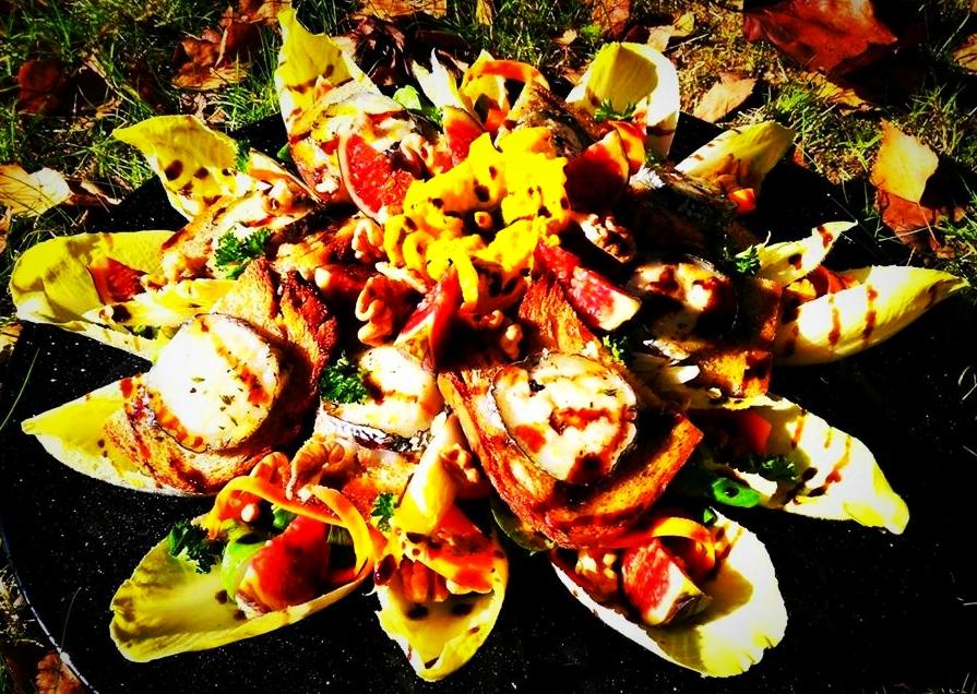 Salade au fromage de chèvre, figue, noix & sirop de balsamique