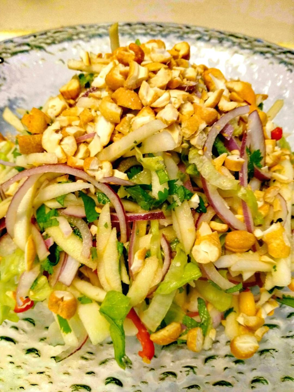 Salade de pomme & noix de cajou à la Thaïlandaise