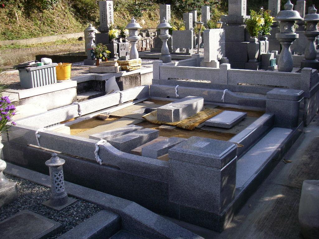 巻石上段・墓石・法名碑等据付開始