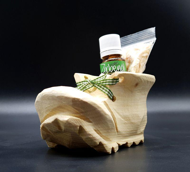 Wanderschuh aus Zirben Holz Geschnitzt, mitZirbenspäne und Zirbenöl