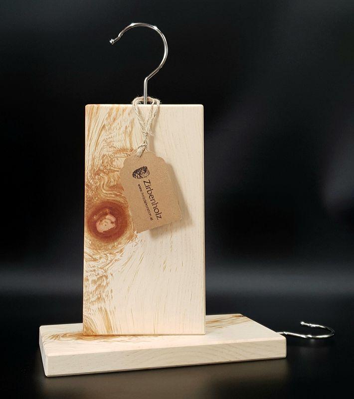 Natürlicher Mottenschutz aus Zirbenholz - voll biologisch, ein Hausmittel gegen Kleidermotten!