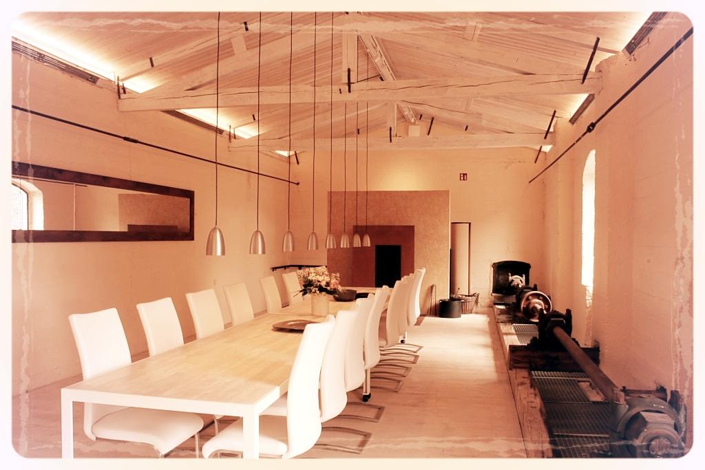der Festsaal im Mühlenturm bietet Platz für 20 bis 60 Personen - alle an eingedecktem Tisch