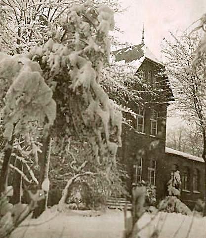 das ehemalige Wohnhaus der Familie Schenk gegenüber der Fabrik