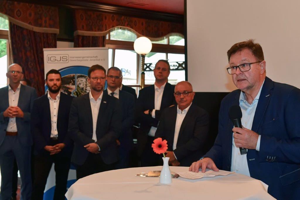 Vorstandssprecher Frank Heuer begrüßt die Gäste