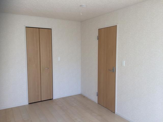 フローリングの色とドアや家具との合わせ方