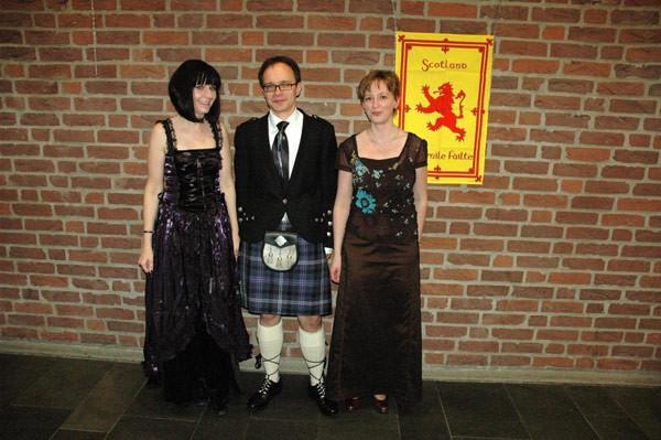 Gala-Outfits für einen schottischen Ball!
