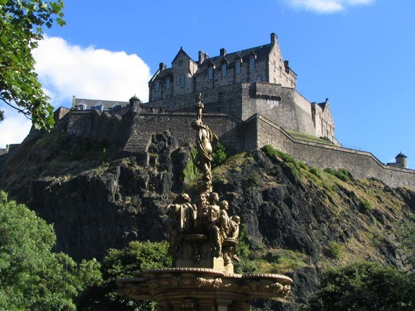 Edinburgh Castle - Richtung Princess Street