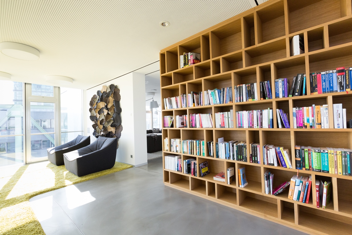 InVision Düsseldorf: Bibliothek – Foto: Marc Thürbach.