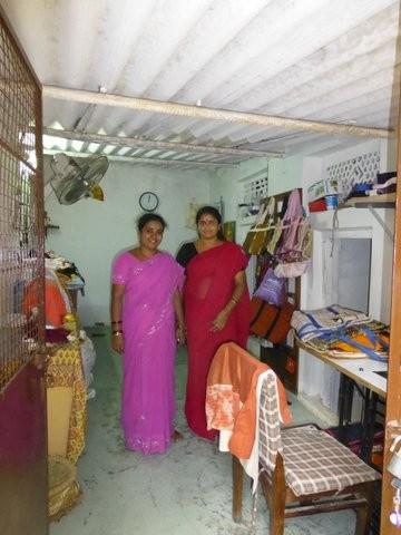 工房 ここで生地を裁断したり、ミシン縫製などを行う