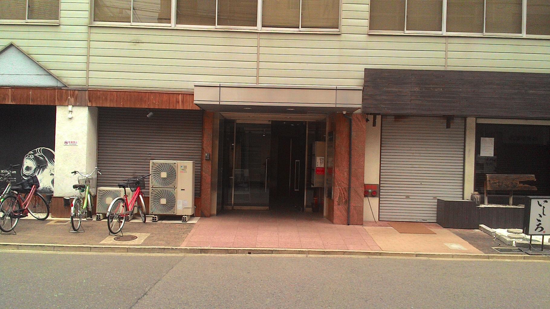 これがビルの入り口